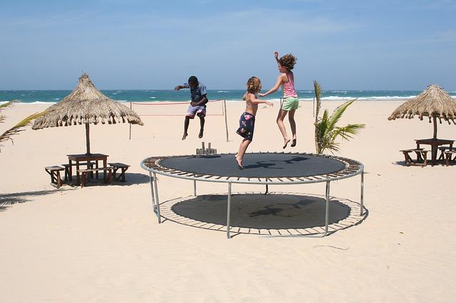 trampolina na pláži