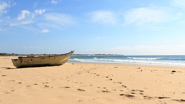 loďka a pláž