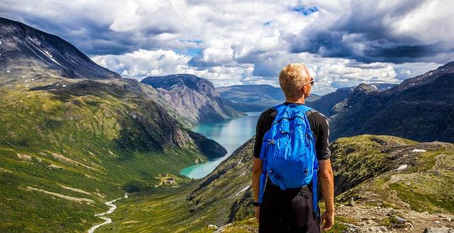 muž v horách