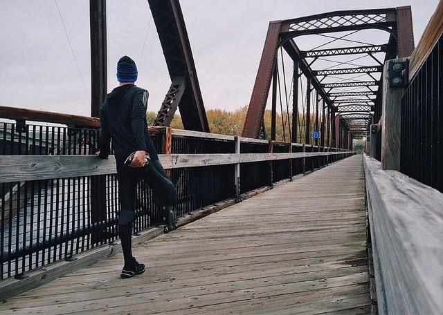 sportovec na mostě.jpg