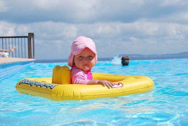 batole v bazénu.jpg