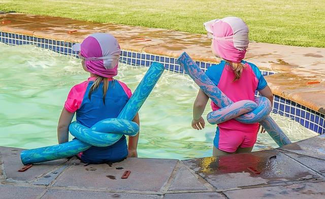 zábava v bazénu.jpg