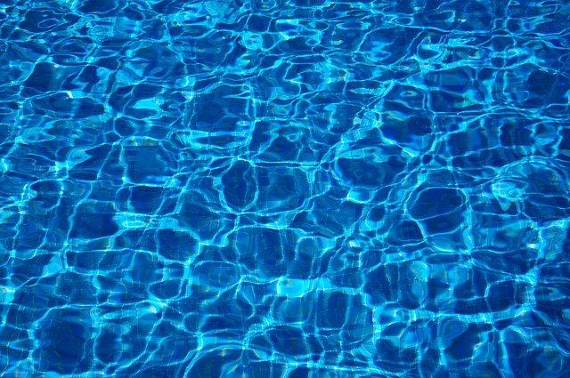 povrch bazénu