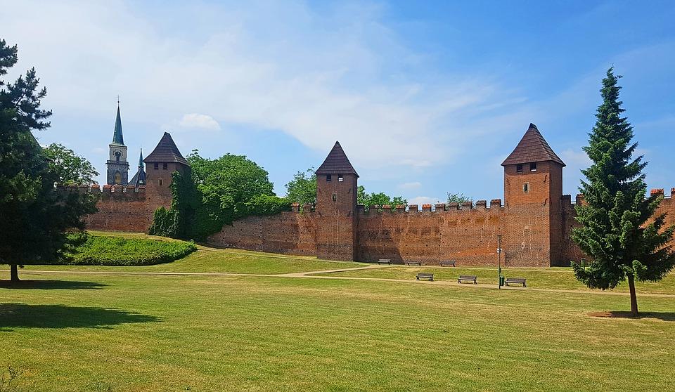 městské hradby v městě Nymburk